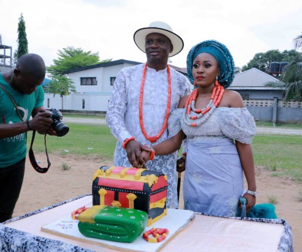 Money Rains In Omoaefe Ejere And Aniekeme Inyang's Traditional Marriage In Uyo