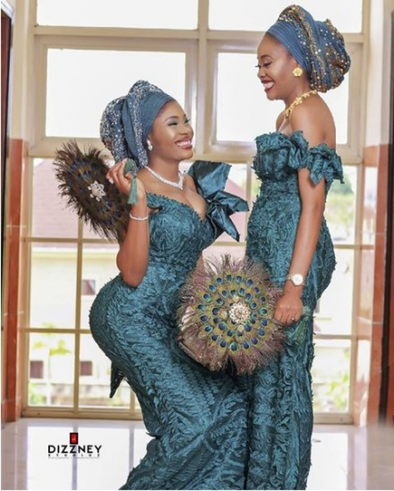 Twin-sisters-get-married-same-day-3