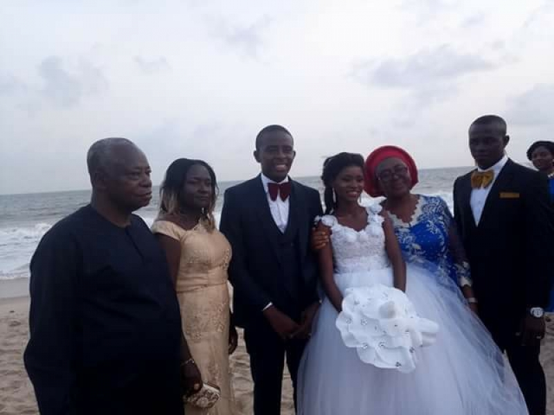 Couple marries on a beach in lagos-5