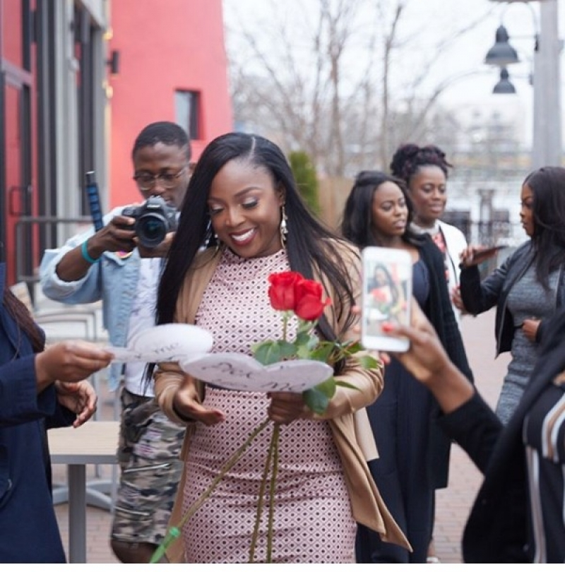 Man takes girlfriend to the location of their first date and proposes-6