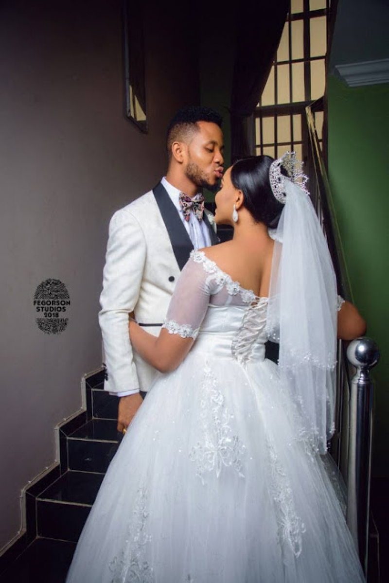 White wedding photos of ijeoma okafor and julius ekweozor