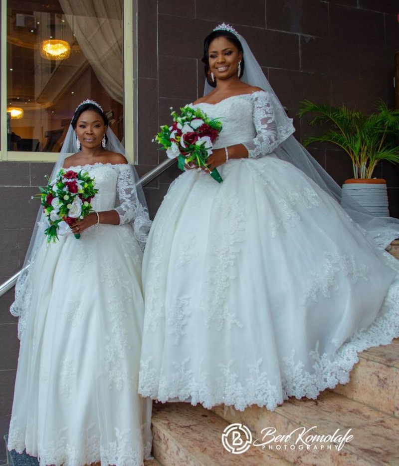 Wedding pictures of identical twins with their lovely wives-2