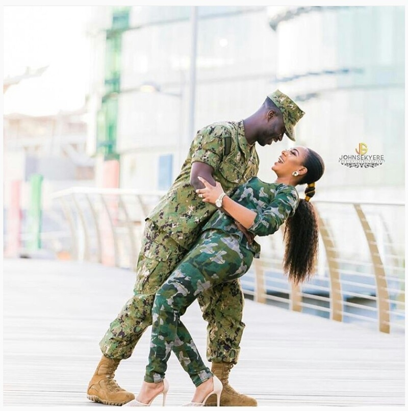 Man propose to his girlfriend wearing army camouflage-4