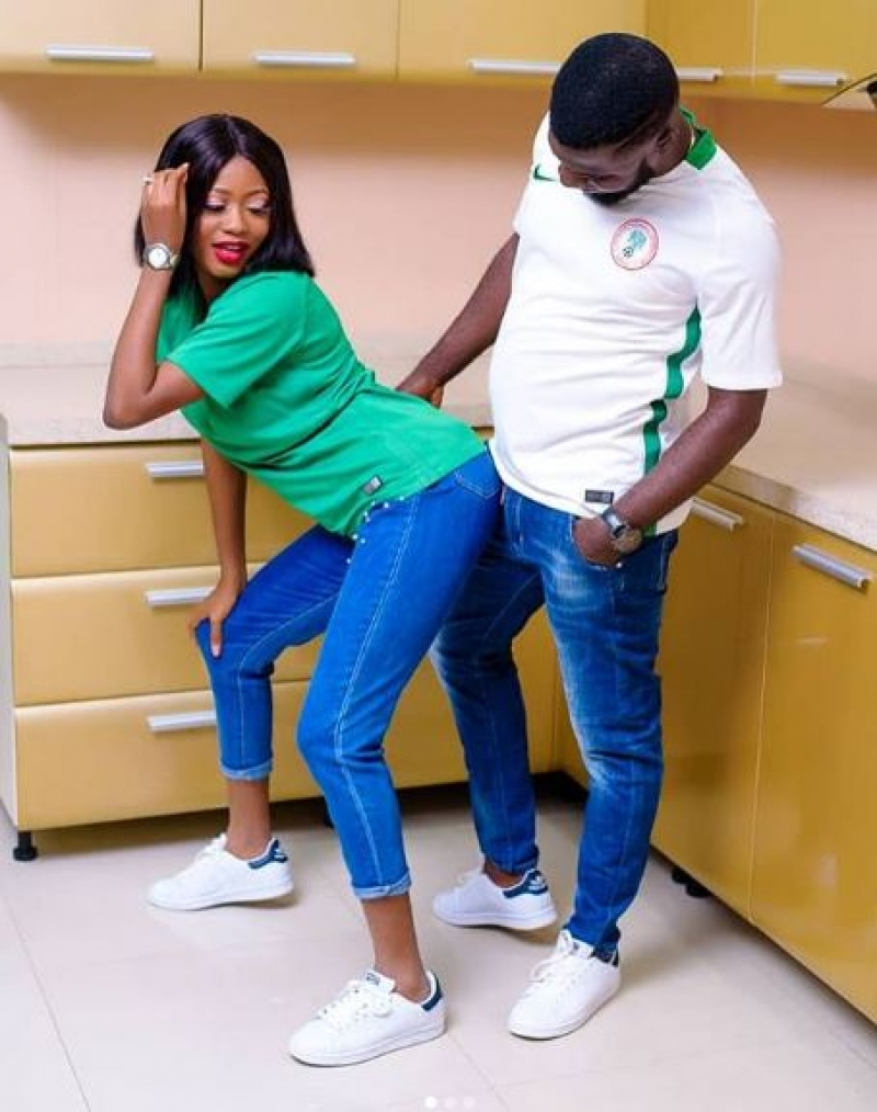 Joyful partner in shaku shaku themed pre-wedding photos-2
