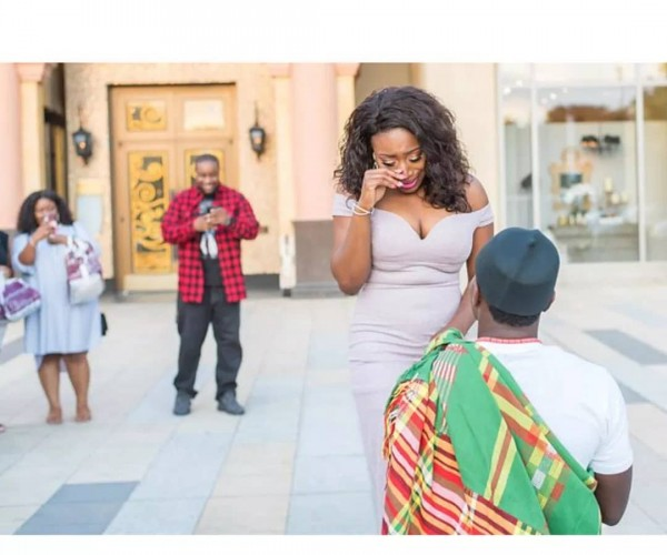 #SurpriseProposal: Man Proposes To Girlfriend In Grand Style