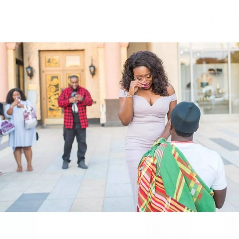 Man proposes to girlfriend in grand style-5