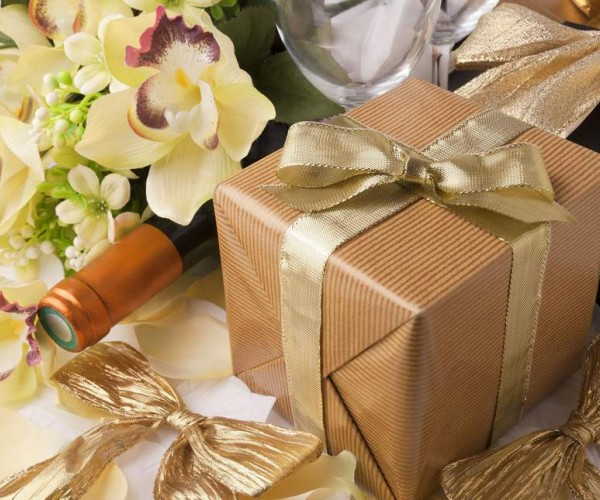 How To Pick The Perfect Wedding Gift For A Couple
