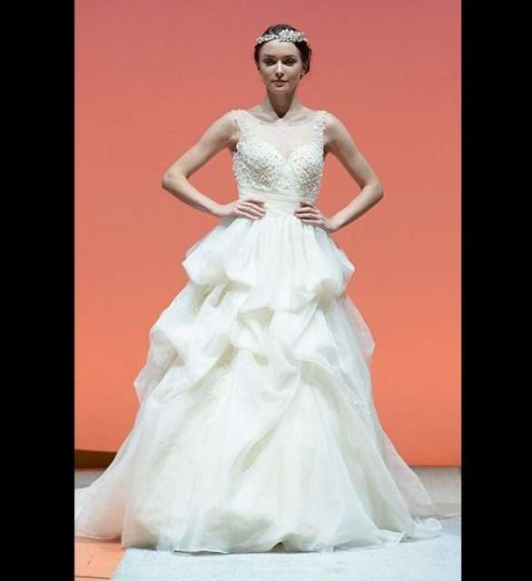 Beautiful wedding gowns inspired by disney princesses for Disney inspired wedding dresses